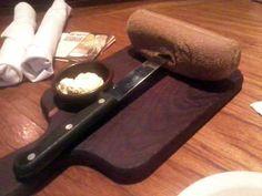 Outback Steakhouse - Entrada: Pão com Manteiga