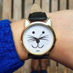 Amazing cat clock