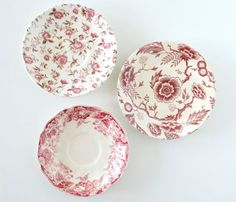 Instant collection of vintage plates - Love the red and white! via SCAVENGENIUS on Etsy.