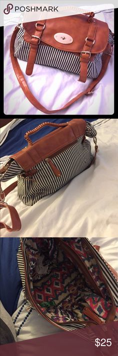 Beautiful bag! Spacious and great for summer Bags Totes