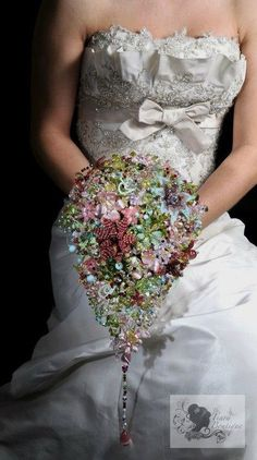 Brooch Wedding Bouquet Boutique | Tiara Boutique have a few interesting listings but it was their more ...