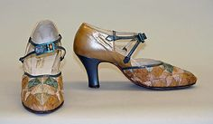 Sandals (Pumps) made of leather and straw, American, circa 1928. Metropolitan Museum of Art