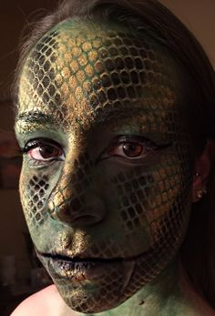 Recreation of Glam & Gore's snake skin tutorial                                                                                                                                                                                 More