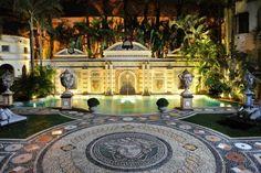 Casa Casuarina - Versace's Casa Casuarina villa is nothing short of spectacular, lavish and extravagant. Located in South Beach Miami, Florida, the building h. Gianni Versace, Casa Versace, Versace Miami, Versace Home, Versace Versace, Palazzo Versace, Donatella Versace, Versace Mansion Miami, South Beach