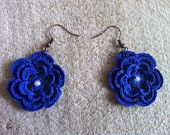 Articoli simili a Crochet Navy Flower Earrings, crochet flower earrings in navy, USA seller su Etsy