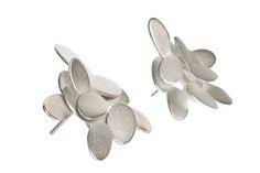 Norwegian jewellery design. Abelia earrings by @kajagjedebodesign www.kgd.no  #abelia #norskdesign #norwegiandesign #scandinaviandesign #origami #lovejapan #silver #jewelry #earrings #bølerbling #kajagjedebodesign #kgd #gold #ethicaldesign #slowfashion #slowshopping #wedding #gift #girlboss #femaleboss