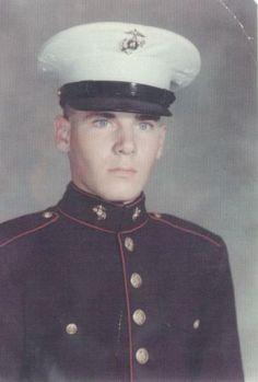 Virtual Vietnam Veterans Wall of Faces | JOHN E QUILLEN JR | MARINE CORPS