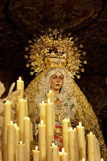 Semana Santa en Sevilla. Blessed Mother Mary, Blessed Virgin Mary, Religious Icons, Religious Art, Holy Week In Spain, Madona, Sevilla Spain, Creative Architecture, Mary And Jesus