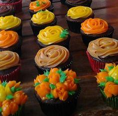 Bolo de Colher Confeitaria Artesanal  Cupcakes feitos com Carinho . Instagram @bolode_colher