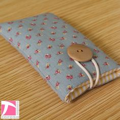 Padded iPhone 4 sleeve / iPod case / cell phone by TeresaNogueira, €10.00
