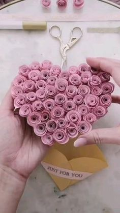You do things… Diy Crafts Hacks, Diy Crafts For Gifts, Diy Home Crafts, Diy Arts And Crafts, Creative Crafts, Art Crafts, Diy Projects, Cool Paper Crafts, Paper Flowers Craft