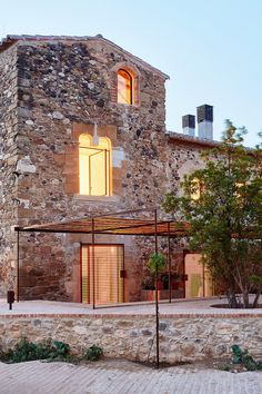 G Arquitectura has completed the rehabilitation of a farmhouse, located in Empordà, Girona, Spain. Farmhouse rehabilitated in Emporda, Spain Architecture Renovation, Architecture Design, Stone Archway, Farmhouse Renovation, Old Farm Houses, Stone Houses, Glazed Tiles, Zaha Hadid, Contemporary Architecture