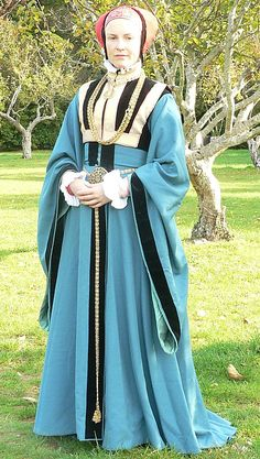 Woolen middle class gown from Cleves in the 1560s without the Heuke.