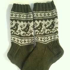 Ravelry: Pyryt pattern by Niina Laitinen - free knitting pattern Crochet Socks, Knit Mittens, Knitting Socks, Free Knitting, Baby Knitting, Knitted Hats, Knit Crochet, Knitting Patterns, Knit Socks