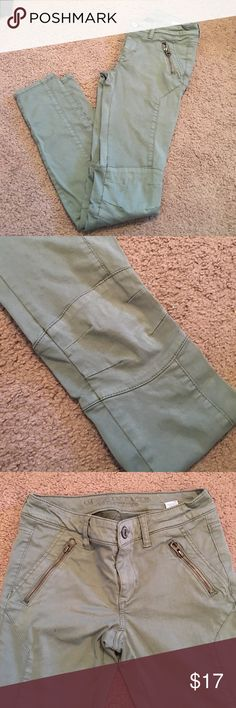 American Eagle jeans! Super cute army green American eagle jeans! In great condition! American Eagle Outfitters Jeans Skinny