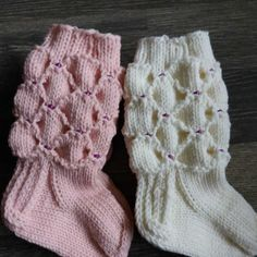 Äidiltä tyttärelle: Caritan helmisukat vauvalle Knitting For Kids, Baby Knitting Patterns, Knitting Socks, Knitted Baby Socks, Best Baby Socks, Knit Baby Dress, Kids Socks, Mittens, Knit Crochet