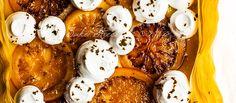 Tarta filo de lemon curd y naranja sanguina, base de masa filo relleno de lemon curd y decorado con naranja sanguina confitada y merengue.
