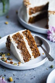Vegan Gluten Free Dairy Free Carrot Cake -This one bowl, healthy carrot cake is SO moist and tender, you'll never know it's plant based, made without eggs and is gluten/grain/dairy/refined sugar free! Perfect for Easter!   #Foodfaitfitness   #Vegan #Easter #Glutenfree #DairyFree #Carrotcake