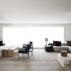 As seen in the current (December/January) issue of Belle magazine, The Bellevue Hill House by Arent&Pyke fuses inspired textural layering and custom joinery with a pared back canvas. Subtle tonal arrangements and layering of textures create warmth and complexity in the interior. Rich textural layering, colour, flow,...