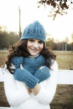 Free Crochet Pattern: Hat, Cowl and Fingerless Gloves