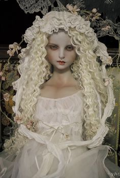 Miss Polly had a Dolly — (via Vertus Most Famous Artists, Haunted Dolls, Creepy Dolls, Doll Repaint, Ooak Dolls, Ball Jointed Dolls, Doll Face, Beautiful Dolls, Paper Dolls