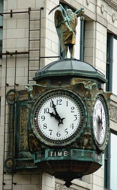 Father Time ~ Ornamental clock on the building at 35 East Wacker Drive in Chicago, Illinois. Big Clocks, Cool Clocks, Outdoor Clock, Art Deco, Somewhere In Time, Father Time, Antique Clocks, Vintage Clocks, Time Clock