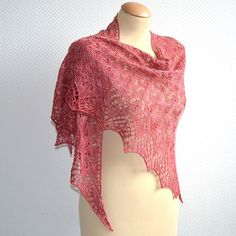 My latest shawl pattern is now available on both http://ift.tt/1ih23Nl and http://ift.tt/1OeHY7T #knitting #knittedshawl #lavischdesigns #lace #siidegarte #siidefideel #lelieshawl