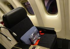 Lie Flat Seat Business Class Turkish Airlines 777  Photo: Calvin Wood