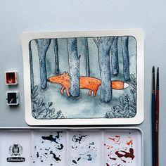 Лисичка, гуляющая в лесу