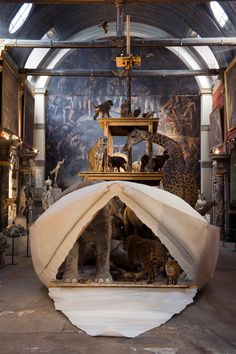 Arche, 2009 Wood, pape rand taxidermied animals 15 m x 8 m. Chapelle  es petit Augustins, Ecole supérieure des Beaux-Arts, Paris.Photo Marc Domage.Courtesy Galerie Kamel Mennour, Paris