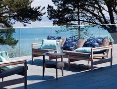 Garde-corps transparent sur la terrasse pour une vue imprénable