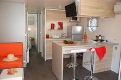 Nouvelle gamme d'hébergement suréquipé offrant des prestations de qualité : espace optimisé, cuisine design et conviviale ouvrant sur une terrasse en bois façon 'Pont de Bateau'. Grande literie avec matelas à mémoire de forme, salle d'eau astucieuse avec  http://amzn.to/2luqmxj