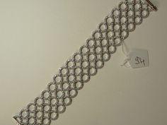 GUERCI PALLAVIDINI : Bracelet ruban en or gris composé de trois lignes de disques sertis de brillants pesant ensemble 4,85 cts, couleur supposée G, pureté VVS. Poids brut : 53 g. - Loizillon (Hôtel des Ventes de Compiègne) - 30/05/2015