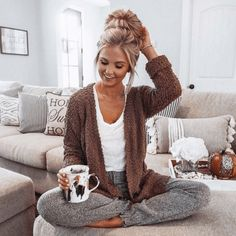 winter outfits cardigans 22 + The Run Down on Wint - winteroutfits Lazy Outfits, Mode Outfits, Casual Outfits, Cute Lounge Outfits, School Outfits, Stylish Mom Outfits, Cochella Outfits, Night Outfits, Fall Winter Outfits