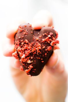 Caramel hearts with a strawberry center and rich chocolate shell make for the perfect Valentine's truffles--almost as quick & easy to make as to devour! Chocolate Shells, Raw Chocolate, Melting Chocolate, Vegan Oreos, Yummy Treats, Sweet Treats, Strawberry Truffle, Feasting On Fruit, Freeze Dried Strawberries