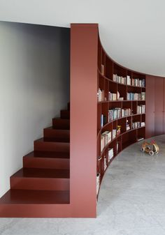 Amazing Curved Bookcase And Closet L-Shaped House Interior - love the use of space, an added sky light above the staircase would allow the space to feel open as well Pantone 2015, Marsala Pantone, Architecture Details, Interior Architecture, Stairs Architecture, L Shaped House, Turbulence Deco, Curved Walls, Modern Stairs
