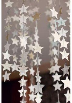 A festa da virada de ano vai ser na sua casa? Então não perca tempo e confira essas dicas de decoração que separamos para você.A dica é procurar trazer bastante brilho e luminosidade no espaço dedicado aos convidados. Bexigas brancas ampliam o ambien - Veja mais em: http://m.vilamulher.com.br/artesanato/tendencias/decoracao-para-a-festa-de-reveillon-17-1-7886461-62.html?pinterest-mat