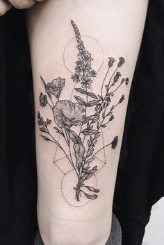 Botanical tattoos are the trendiest tattoo style of Here are 23 plant tattoos and flower tattoos to inspire your next ink. Herb Tattoo, Botanisches Tattoo, Plant Tattoo, Piercing Tattoo, Tattoo Linework, Tattoo Abstract, Sexy Tattoos, Small Tattoos, Cool Tattoos