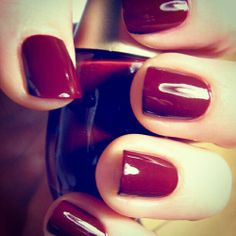 Burgundy nails! Sexy nails for every occasion. #nails #beauty