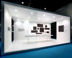Clean and minimal fair stand for Royal Mosa by Dutch communication office Zeeprojects.