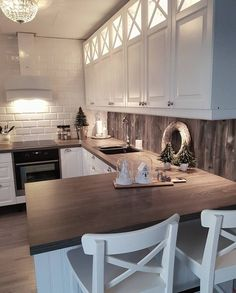 Geggjað að hafa parket á milli - Wandgestaltung ideen - Kitchen Home Kitchens, Kitchen Remodel, Kitchen Design, Kitchen Cabinet Design, Kitchen Inspirations, Kitchen Decor, Kitchen Furnishings, Modern Kitchen, Kitchen Interior