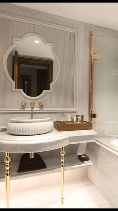 Things to Keep in Mind When Buying a Bathroom Mirror - Life ideas Diy Bathroom Decor, Small Bathroom, Master Bathroom, Zen Bathroom, Master Baths, Modern Bathroom, Bathroom Design Luxury, Bathroom Designs, Toilet Design