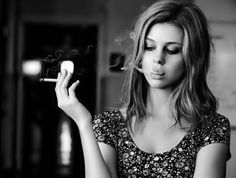 I kill people I like. Smoking Ladies, Girl Smoking, I Kill People, Girls Smoking Cigarettes, Cigarette Girl, Nicolas Peltz, Girls World, The Smoke, About Hair
