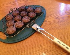 This Big Green Egg slider recipe is great for a weekend barbeque party. The new Big Green Egg slider basket was very handy. The sliders are the perfect size for the dinner rolls and make a great finger food. Big Green Egg Accessories, Green Egg Recipes, Slider Recipes, Bbq Party, Green Eggs, Greens Recipe, Dinner Rolls, Taste Buds, Sliders