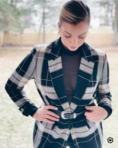 This Women's Plaid Blazer is the perfect essential for an everyday business casual look! It's versatility is great for any kind of OOTD. Street style, business casual, or a dinner outfit style.