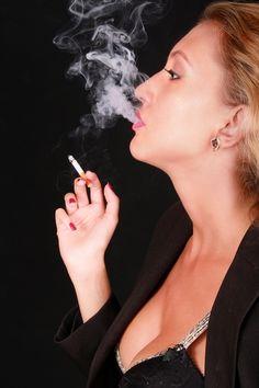 Smoking girl, author: Daniel BORIS