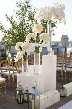 white wedding florals by Tantawan Bloom