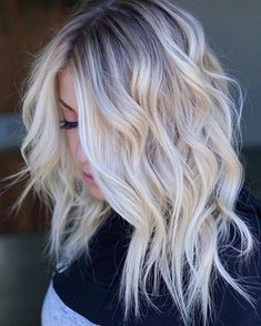 Flattering Shoulder Length Wavy Hairstyles for Women, Female Medium Haircuts , frisuren frauen hair hair women Wavy Bob Hairstyles, Medium Blonde Hairstyles, Hairstyles 2018, Easy Hairstyles, Short Blonde Haircuts, Medium Hairstyle, Winter Hairstyles, Little Girl Hairstyles, Hairstyles For School
