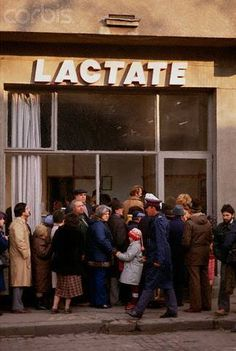 Romania before 1989 - queue for milk Romanian Revolution, Romania Travel, Bucharest Romania, Communism, Eastern Europe, World Cultures, Old Pictures, Old Town, Childhood Memories