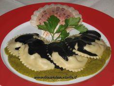 Ravioli with seafood with squid ink on cream of lettuce... Pasta stuffed with seafood    Ravioli con frutti di mare al nero di seppia su vellutata di lattuga      Pasta ripiena con frutti di mare